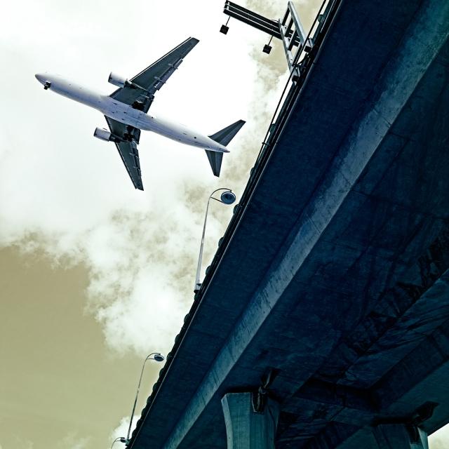 Jet on Low Approach
